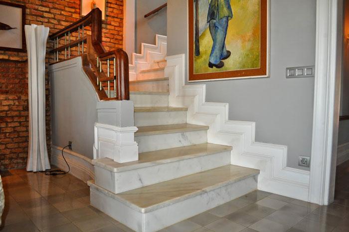 Decoinnova restyling house molduras barcelona decoinnova for Zocalos de madera