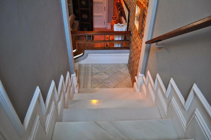 Decoinnova restyling house molduras barcelona decoinnova - Zocalos para escaleras ...